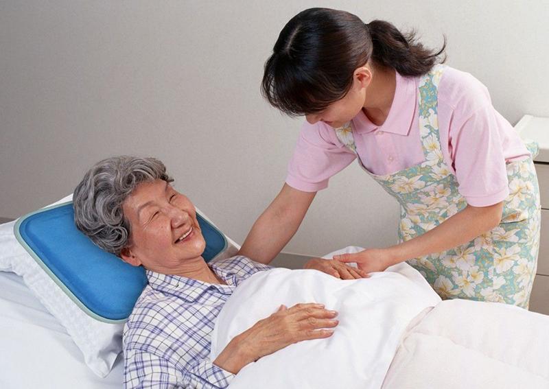 Cách chăm sóc người già bị tim mạch trong mùa đông