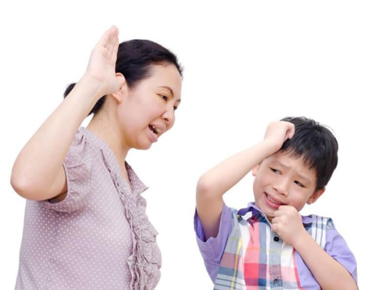 Mơ thấy chính mình đang bắt nạt một em bé nào đó là điềm báo cho biết các mối quan hệ xã giao của bạn đang lâm nguy và tệ hại vô cùng