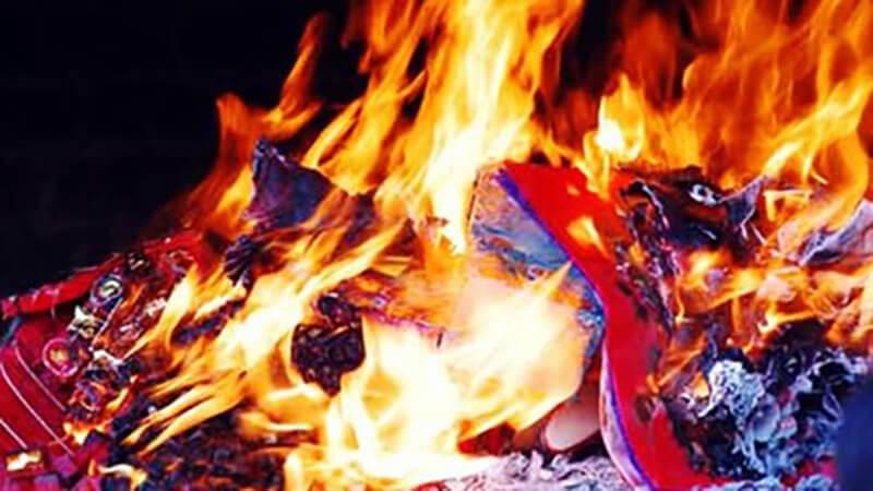 Ý nghĩa tâm linh của việc hơ người qua lửa sau khi đi đám ma