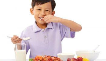 Chế độ dinh dưỡng sai lầm khiến trẻ càng ăn càng lùn