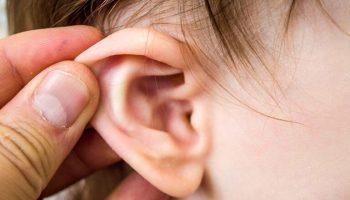 Mách mẹ cách lấy ráy tai an toàn cho bé