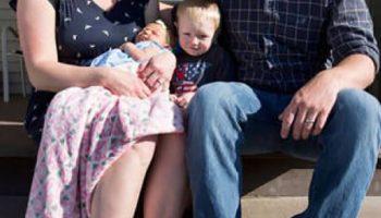 Nỗi vui mừng của dòng tộc sau 101 năm mới sinh được bé gái