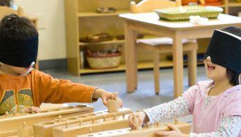 Phương pháp Montessori: Dạy trẻ 2-6 tuổi biết làm mọi việc từ rất sớm