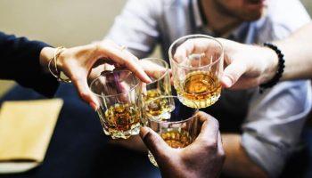 Vì sao đàn ông cần phải uống rượu?