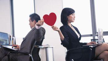 Vướng lưới tình công sở: Cân bằng hay lao dốc?