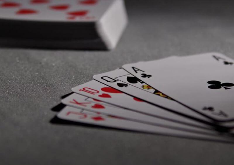 Giải mã giấc mơ thấy cờ bạc, nằm mơ thấy đánh bài
