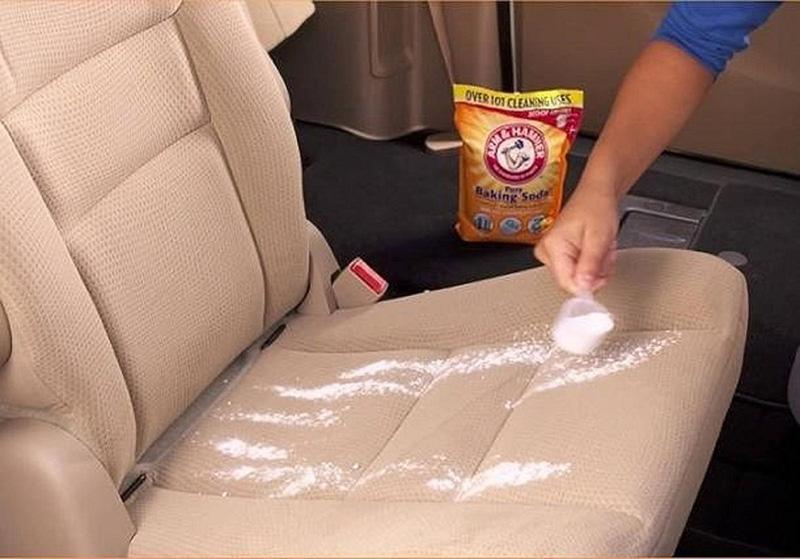 Sử dụng baking soda khử mùi xe ô tô