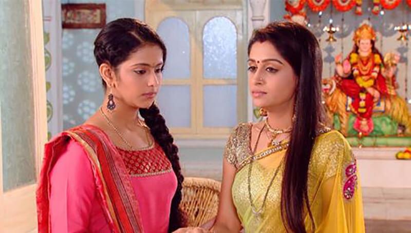 Chân dung chị em nhà Simar (bên phải áo vàng) và Roli (bên trái áo hồng)