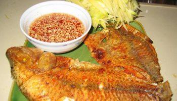 Mẹo rán cá giòn ngon và không sát chảo
