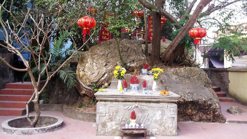 Ngôi miếu ở làng Bạch Tuyết