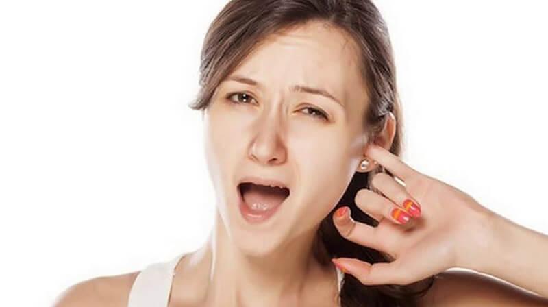 Ngứa tai trái dữ dội