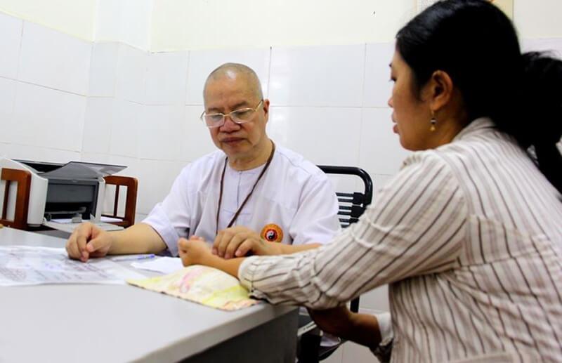 Y sinh Tuệ Lâm chia sẻ bài thuốc thần phương dân dã từ lá hẹ đến nhiều người sau khi đã thẩm định nghiên cứu kĩ