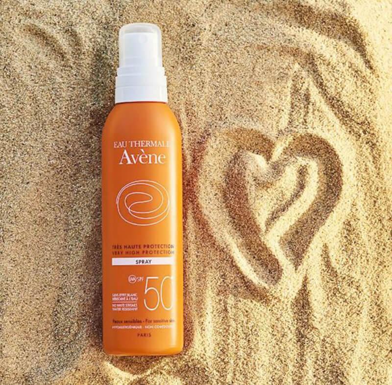 Avene Ultra-Light Hydrating Sunscreen Lotion Spray là dạng xịt chống nắng có kem dạng lotion thấm nhanh, không gây nhờn dính trên da